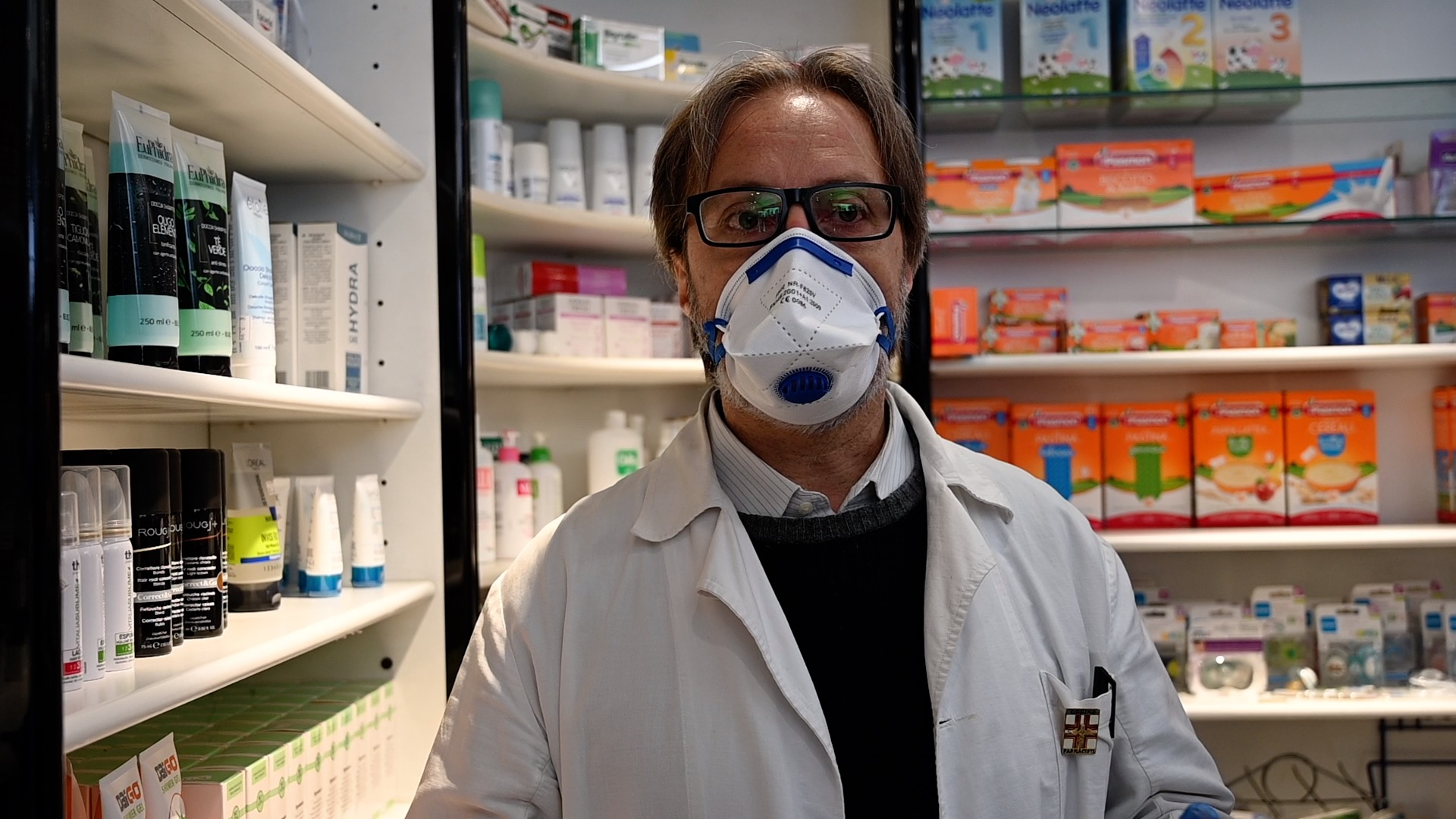 """Il farmacista: """"In questa emergenza siamo il ponte fra medici e pazienti"""" /VIDEO"""