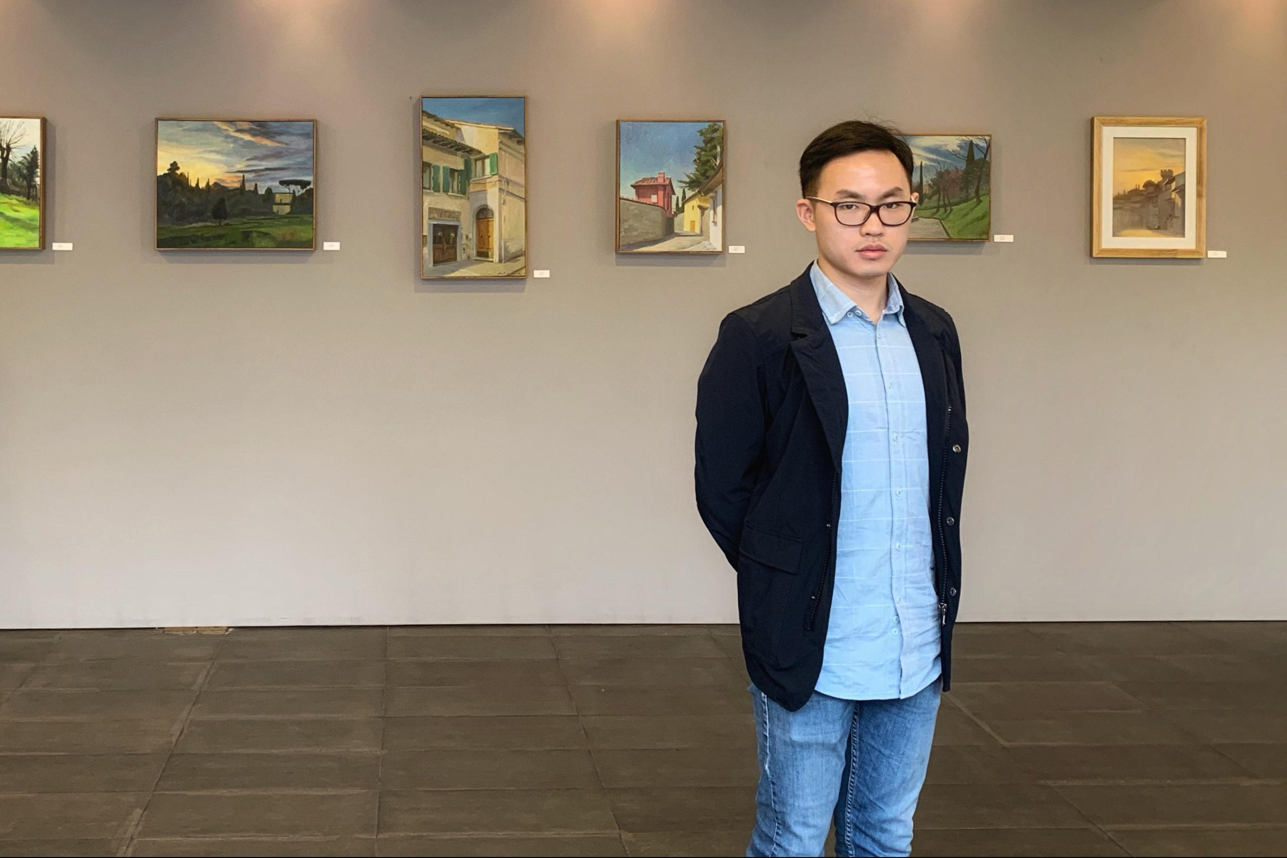 Xiyu, pittore cinese, disciplina e generosità: esce di casa ogni dieci giorni e ha fatto arrivare a Fiesole 4500 mascherine