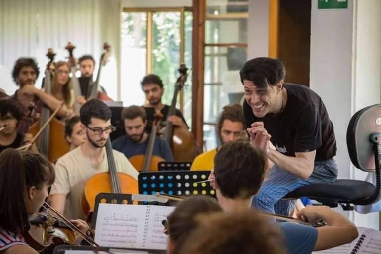 """Addio Ezio Bosso, cominciò i suoi studi a Fiesole. Due anni fa il concerto al Teatro Romano con la """"sua"""" OGI"""
